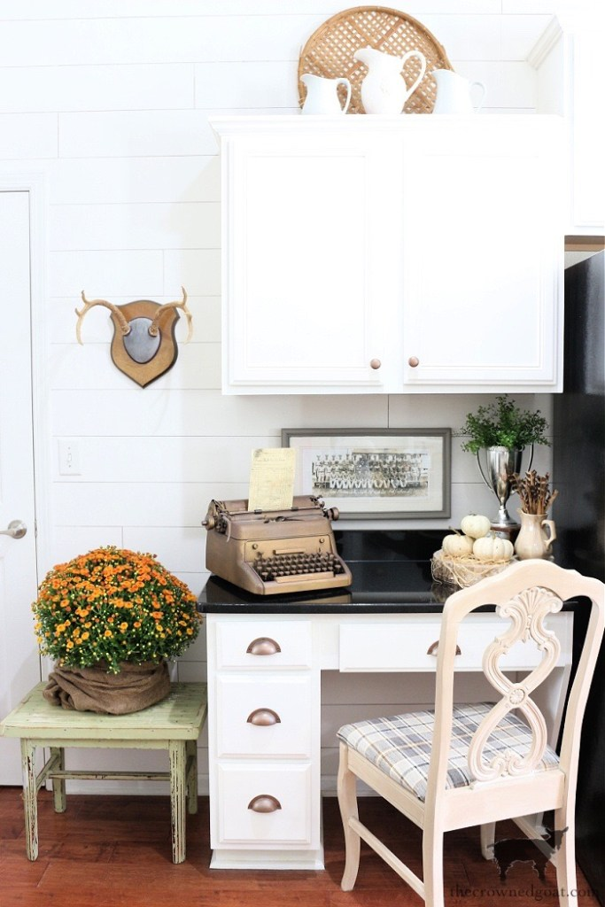 Fall Home Tour-Kitchen Desk-The Crowned Goat