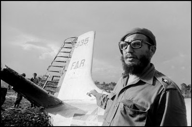 CUBA.-1961.-Fidel-CASTRO-on-the-beach-at-Playa-Giron-Bay-of-Pigs-the-site-of-the-unsuccessful-invasion-by-US-backed-forces.2