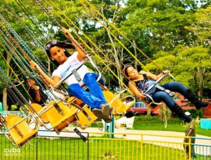 kids on flying chairs at Lenin park © Cuba Absolutely, 2014