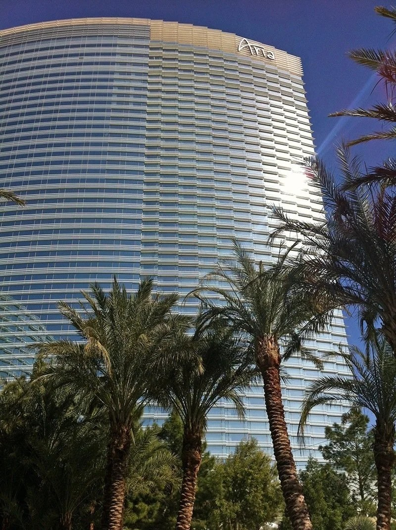 The Best Places to People Watch (and Eat & Drink) on the Las Vegas Strip   TheCulinaryTravelGuide.com