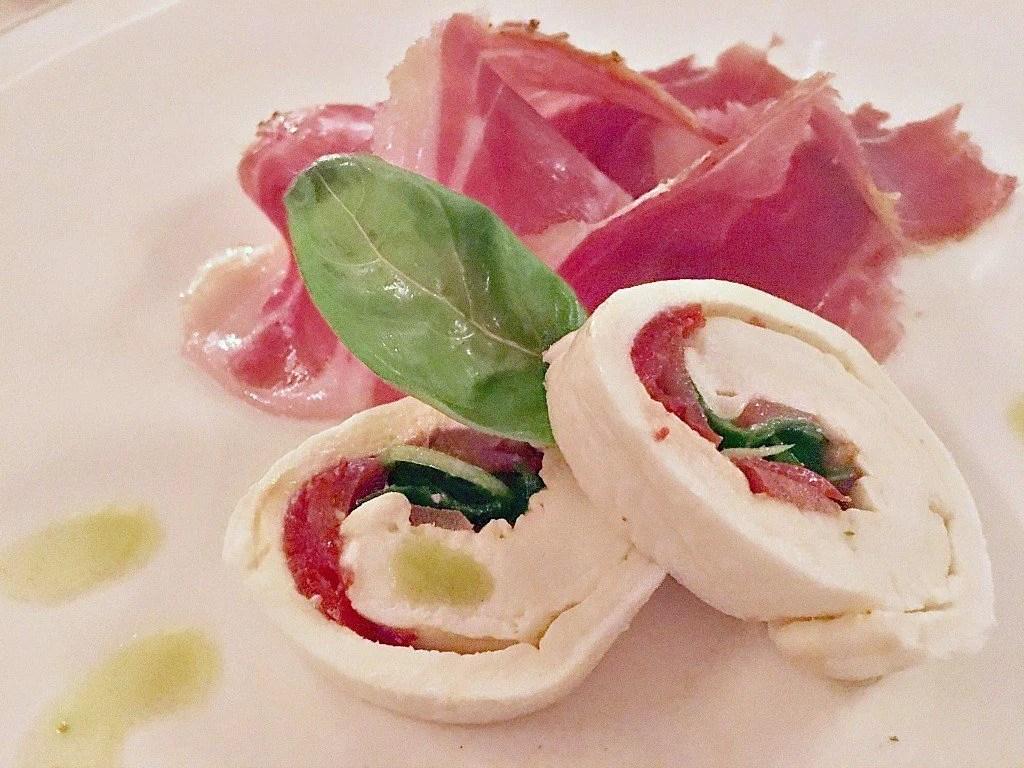 Starter of fresh mozzarella and prosciutto di Cinta Senese