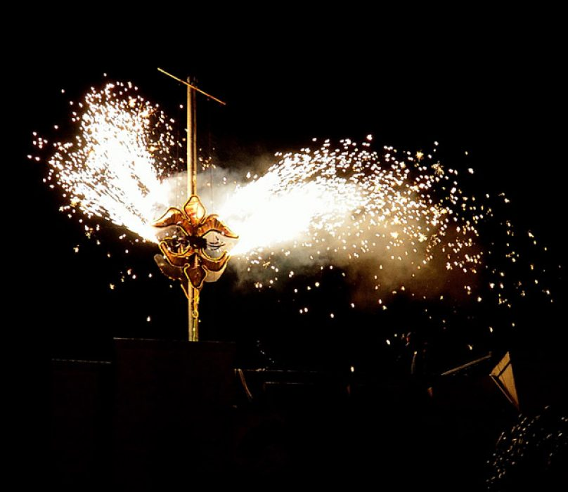How To Celebrate New Year s Eve In New Orleans Fireworks and Fleur de Lis Drop