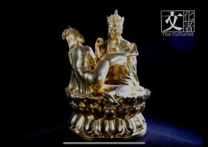 金碧輝煌的佛像,看清楚原來是唐僧與妖精。