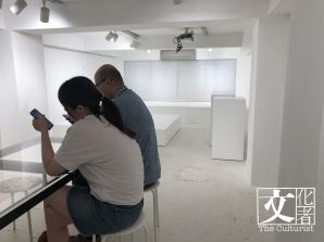 Common Room 的二樓是展覽空間,最後一天展品已移走只得四面白牆。