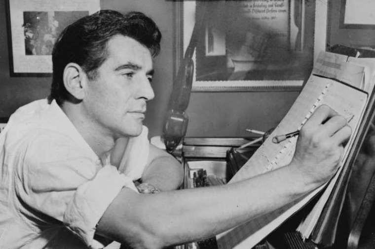 20世紀最偉大的指揮家、作曲家之一,全球至少會舉辦2500場大大小小紀念他的音樂會
