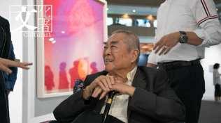 著名藝術家蕭勤特意從高雄趕來參加Art Taipei。