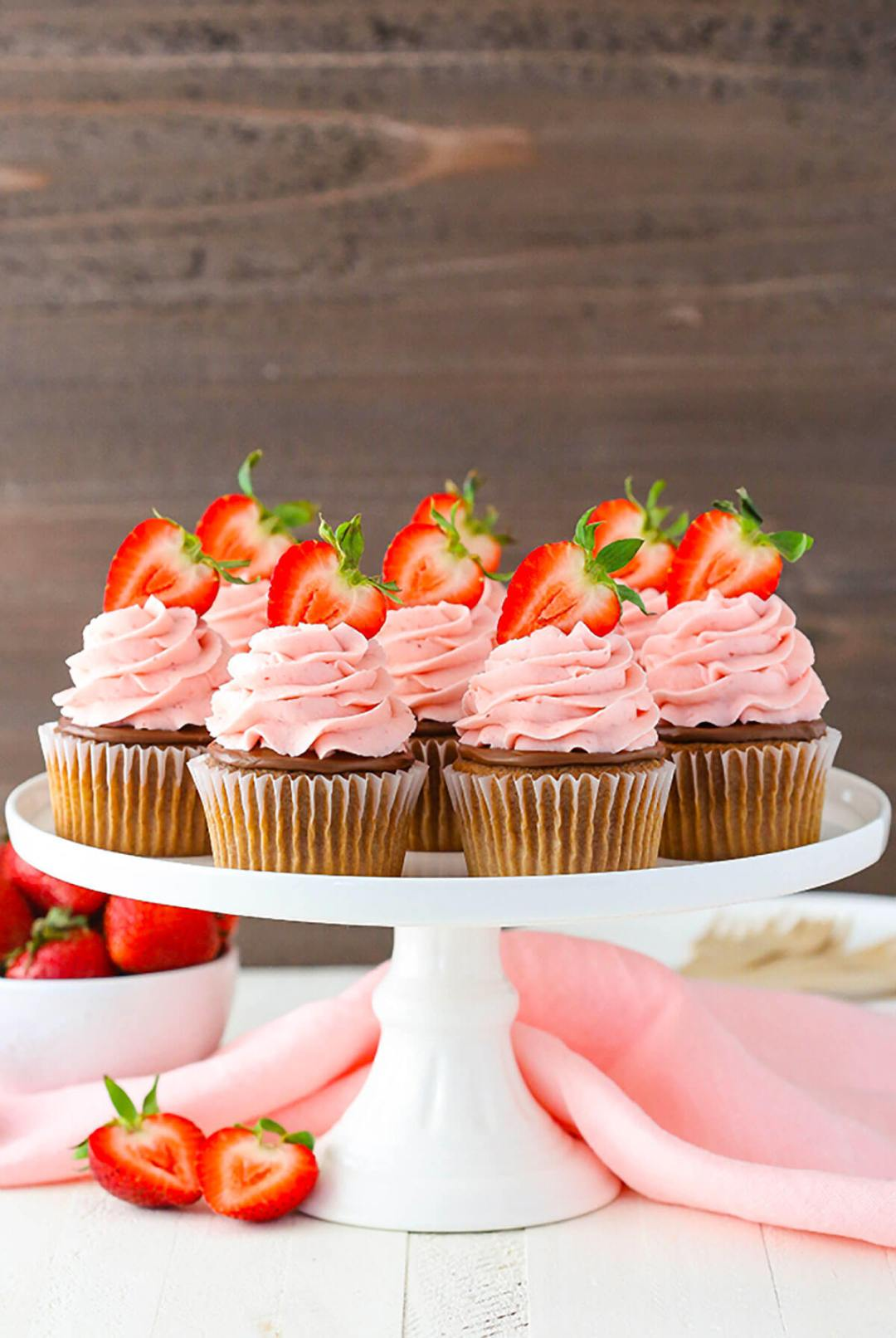 """Strawberry Nutella Cupcakes 'title =' Pastelitos de Strawberry Nutella '/></div data-recalc-dims=""""1""""> </div> </div> <section class=""""av_textblock_section """"> <div class="""