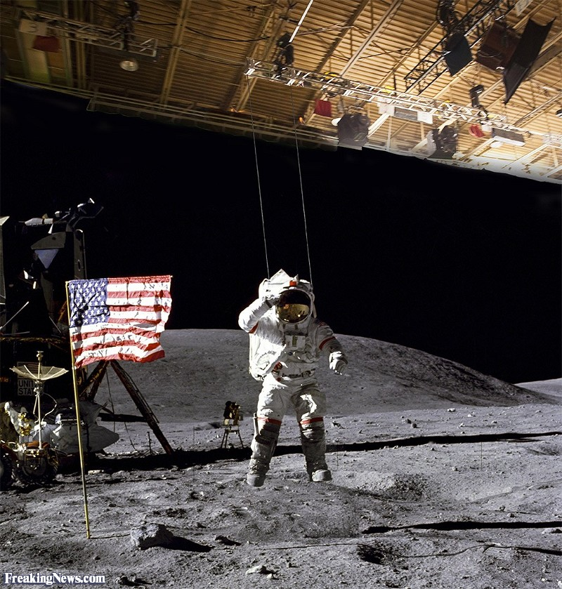 Astronaut-on-Strings-During-Moon-Landing-Hoax--118725