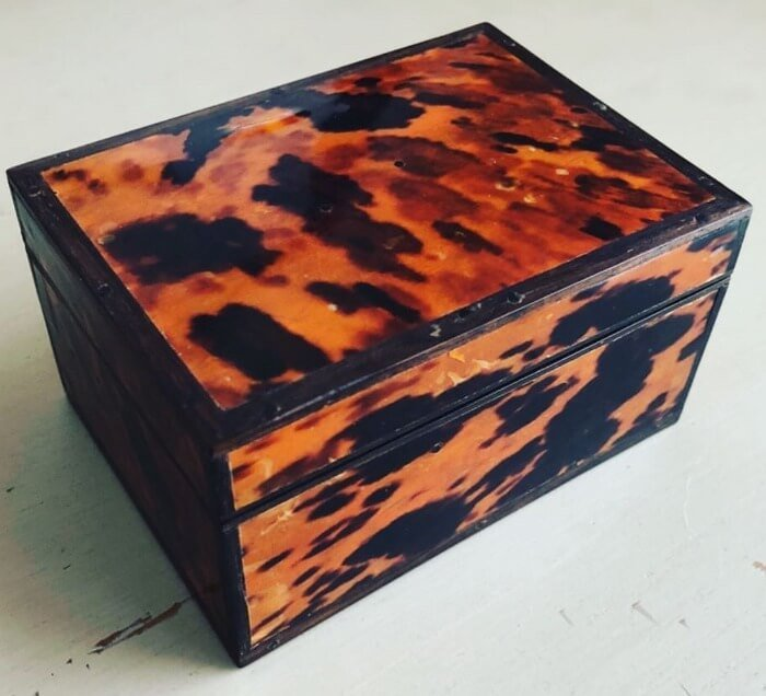 Selling Antiques a small Box