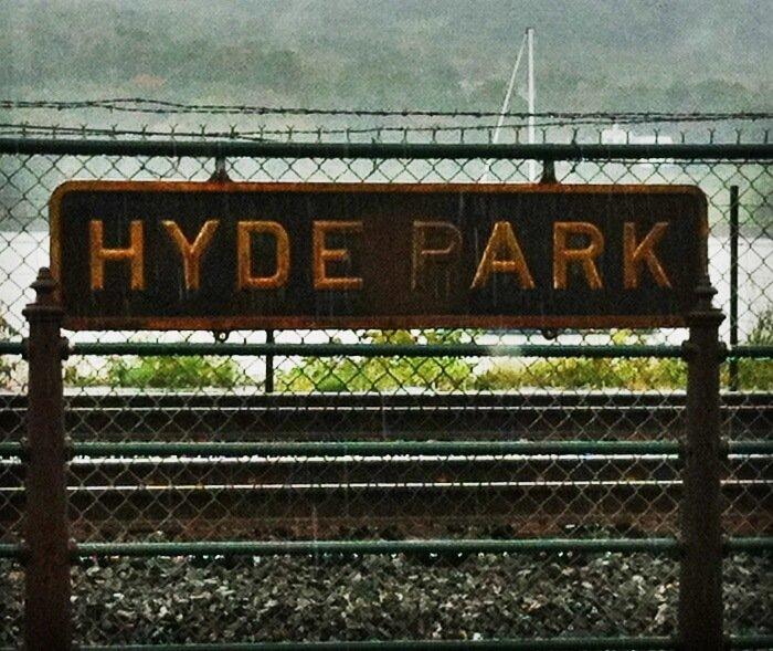 Apple Vending Machine Hyde Park sign