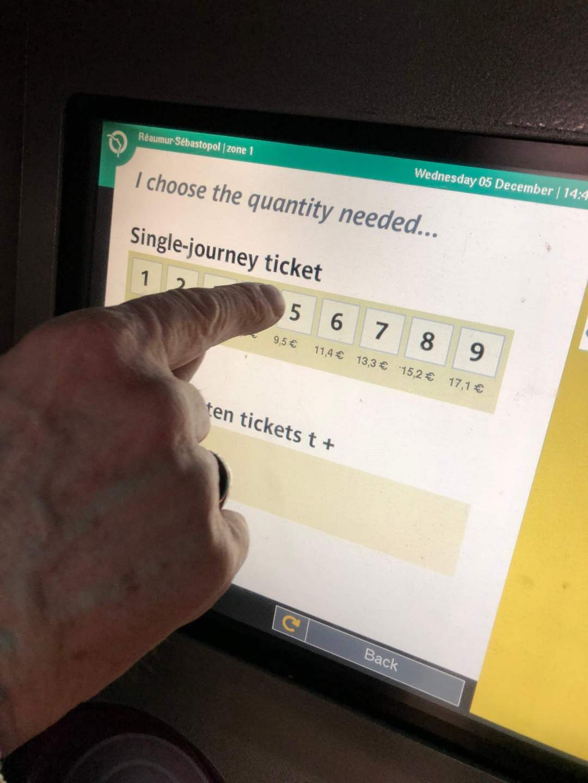 Paris Metro Ticket Machine single journey ticket screen