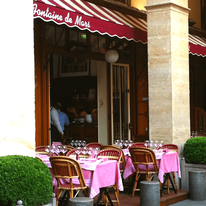 tables with red checked tablecloths on a Patio in a restaurant in Paris