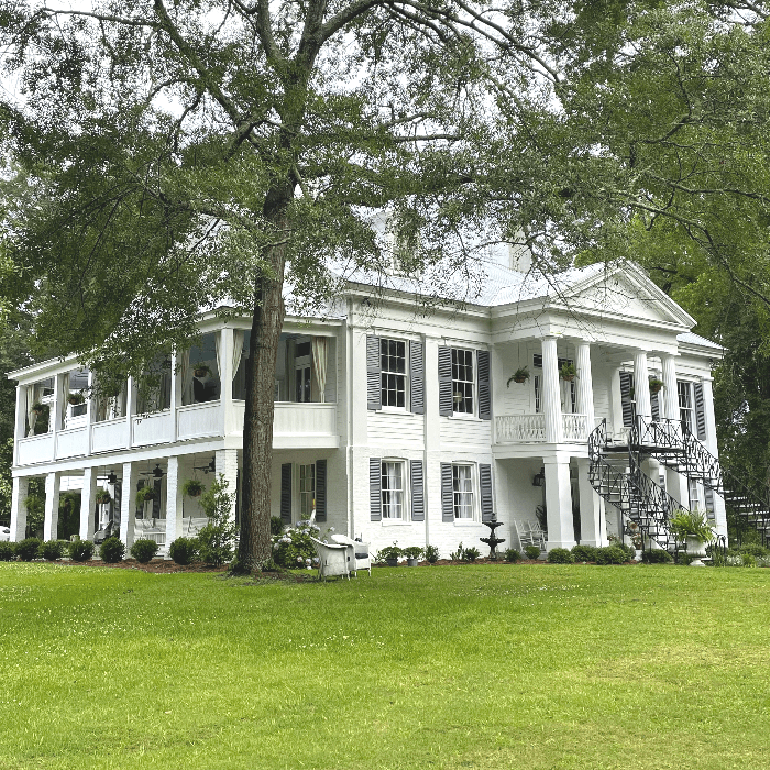 a large white mansion known as The Venue at Lakewood in Livingston Alabama