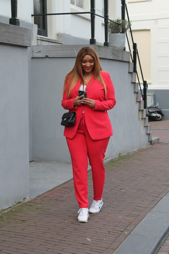Belloya red suit