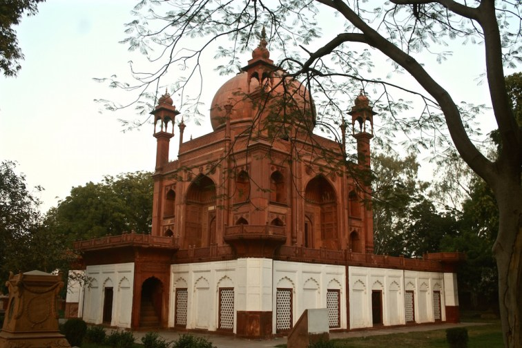 Hessing's Tomb, Agra - 04