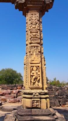 East Pillar, Hindola Toran, Gyaraspur