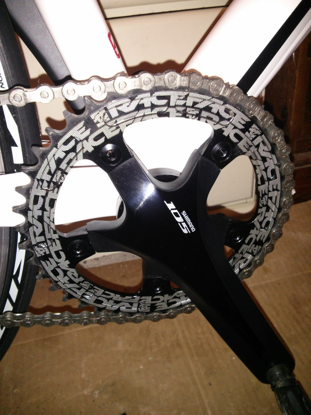Shimano 105 chain set with narrow/wide chainring