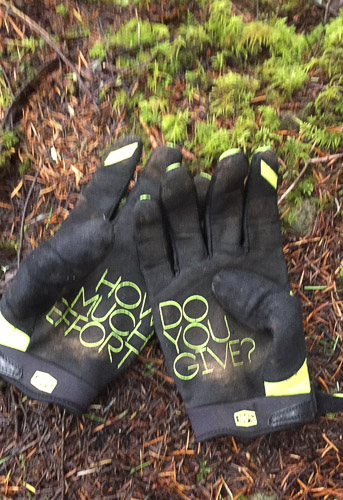 How to Dress For Winter Mountain Biking-Gloves