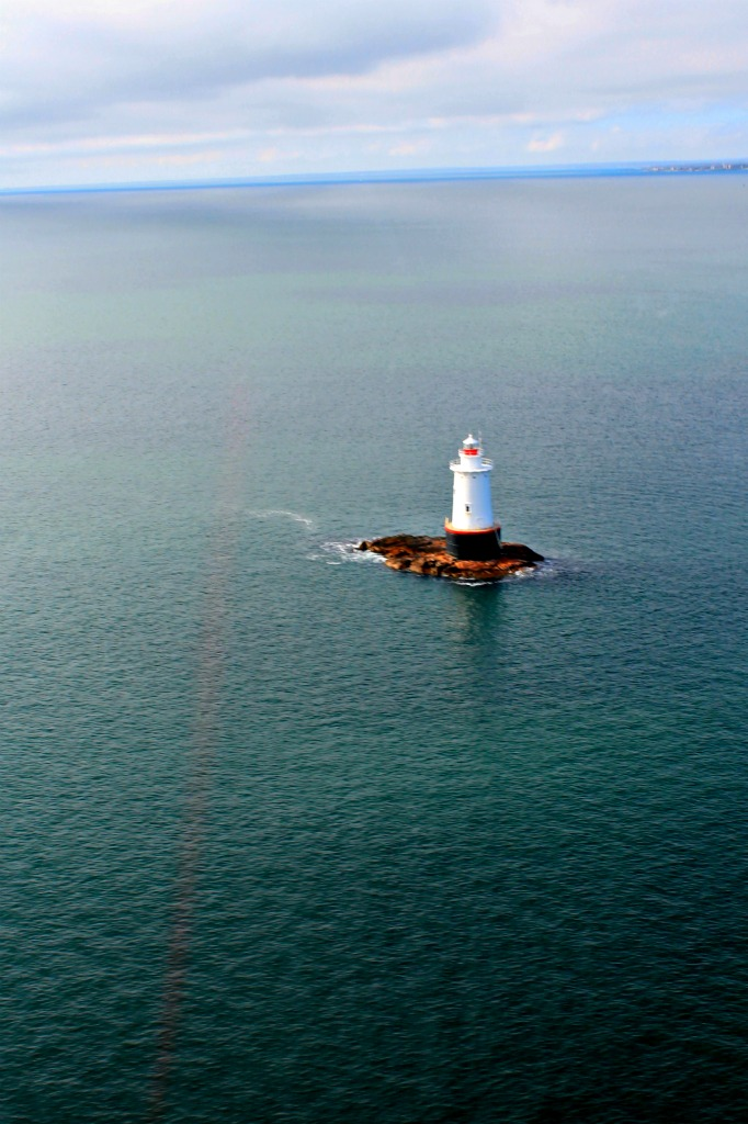 A helicopter lighthouse tour of Newport, Rhode Island/ Top things to do in Newport, RI #RhodeIsland #UStravel #thingstodoinNewportRI