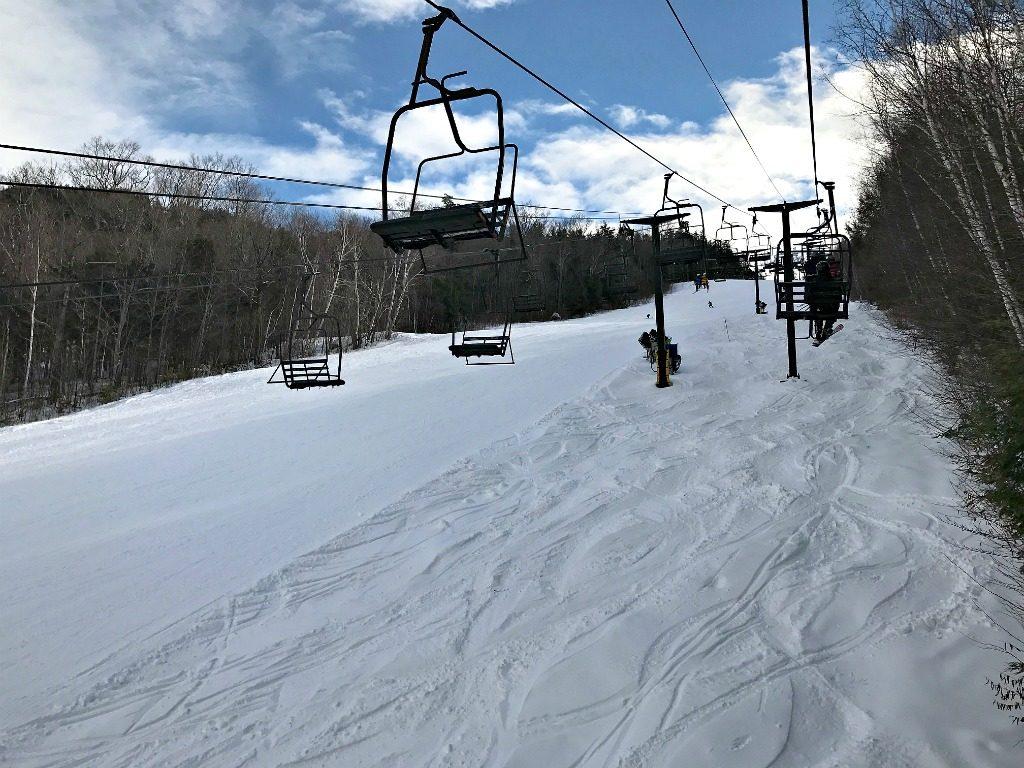 New Hampshire family skiing www.thedailyadventuresofme.com