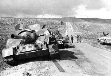 abandoned-syrian-su-100m-and-t-54-tanks