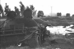 Abandoned T-62 watches the IDF rolling towards Syria