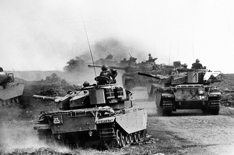 Tanks in action on the Golan heights.jpg