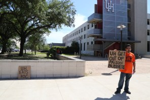 Many of the protesters had ties to UH as students, alumni or family of alumni. | Photo by Leah Nash/ The Cougar