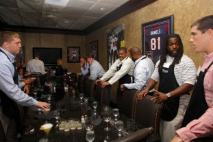 Texans tight end Owen Daniels hosted Celebrity Waiter Night at Del Frisco's to help raise money for his foundation.   Fernando Castaldi/ The Daily Cougar