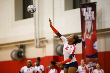 Junior middle blocker Courtney Smith was a key part of the Cougars' gameplan this past weekend. | Justin TIjerina/The Cougar