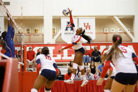Senior outside hitter Courtney Warren put up 18 kills and two blocks against Tulsa Friday. | Justin Tijerina/The Cougar