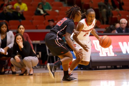 Sophomore guard Alexia Sanders has done a good job of keeping the ball moving as she totaled two of the team's 11 assists. | Justin Tijerina/The Cougar
