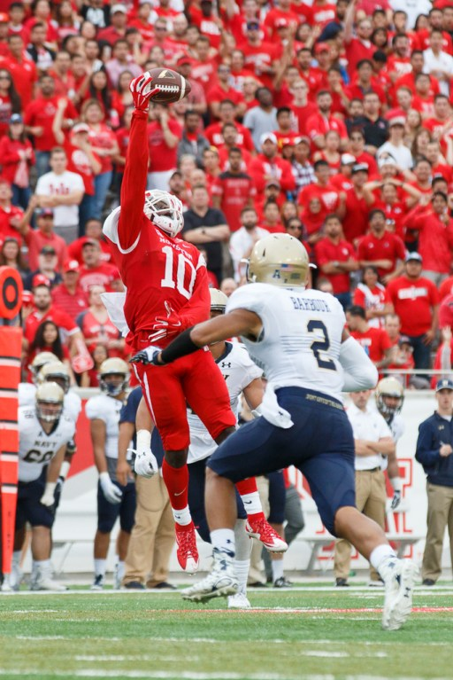 Junior receiver Demarcus Ayers had a great afternoon for UH, recording 161 yards on eight catches and a touchdown with two spectacular catches. | Justin Tijerina/The Cougar