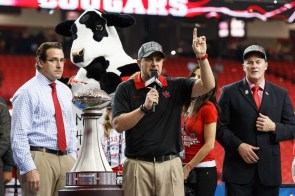 Head coach Tom Herman addresses the crowd after the 38-24 win. | Justin Tijerina/The Cougar