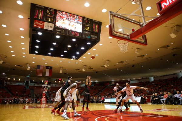 Men's basketball prepare for opening tournament game