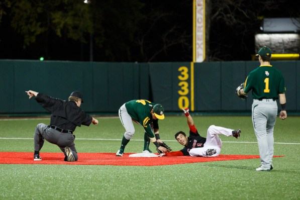 Baseball broke its five-game losing streak with a 10-4 win over Baylor University. | Justin Tijerina/The Cougar