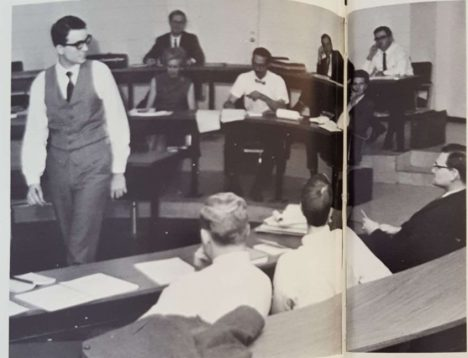 John O'Quinn teaches practice court tactics to students. O'Quinn was one of the most proficient lawyers in Houston and an alumnus. The playing field at TDECU stadium and the Law Library are both named after him. | The Houstonian, 1969