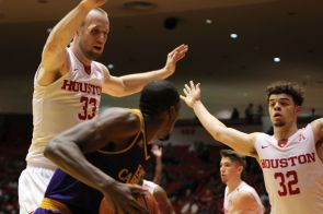 The Cougars contained the ECU Pirates to only 19 points in the second half, allowing Houston to end the game with a 20-point lead.   Thomas Dwyer/The Daily Cougar
