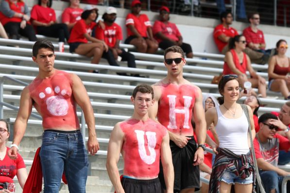 Fans who attended the Homecoming game got a treat as the Cougars went up big in the first half and scored 35 points. Then they came out of halftime and scored another 17. | Thomas Dwyer/The Cougar