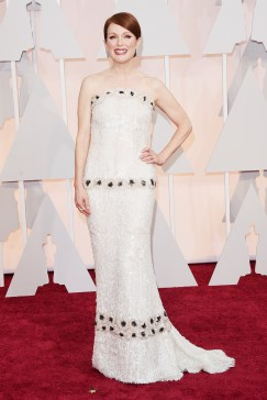 oscars-red-carpet-Julianne