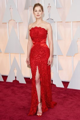 oscars-red-carpet-Rosamund
