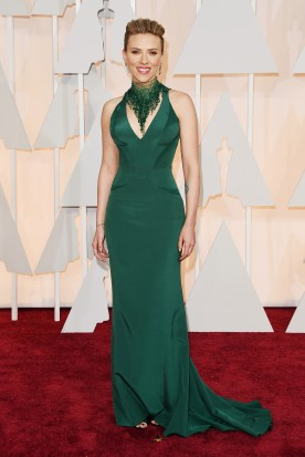 oscars-red-carpet-Scarlet