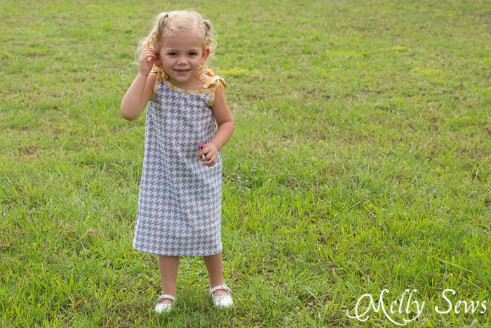 FREE girl's dress pattern - thedailyseam.com