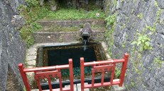Right next to this spring is another gate. This spring, Ryuui, is according to legend a fine sudpricious spring. The Japanese word for this is Zuisen.