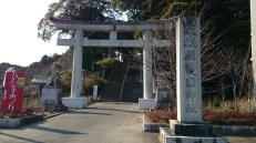The gate leading up to Gokoku jinja is right behind the big parking lot corresponding to Kairakuen.