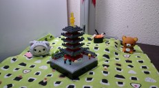 A five-story pagoda ond the LED block. There is also a video how the colour changes. With the set came three nanoids - which are a quite recent addition to nanoblock.