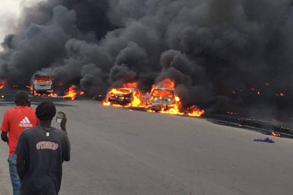 Explosion on Lagos-Ibadan Expressway as Two Fuel Tankers Collide 3