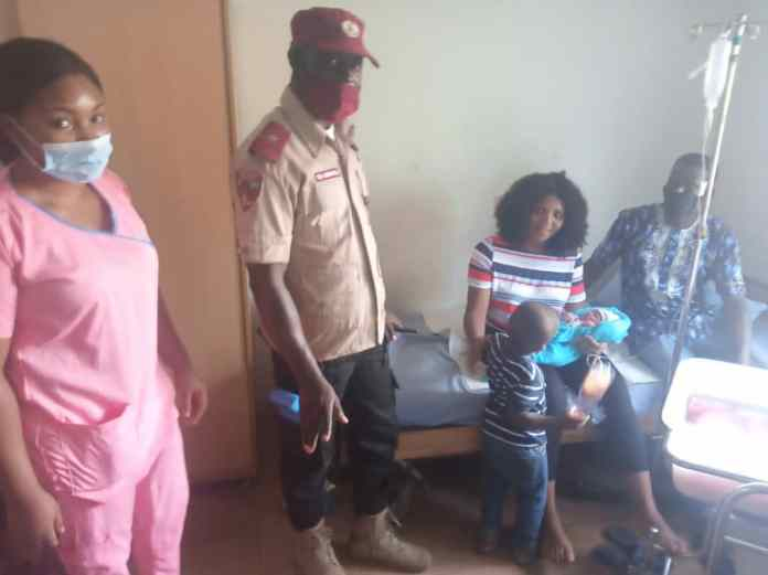 FRSC rescues pregnant woman in labour struggling to drive to hospital 1