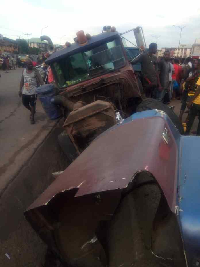 Truck driver flees after crushing man to death in Onitsha 3