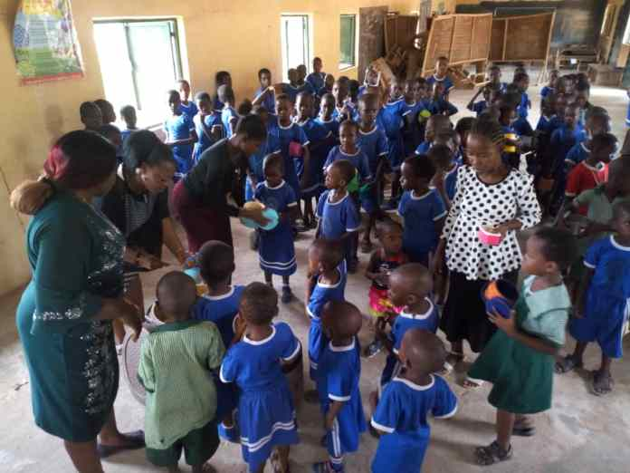 US based group feeds 400 school children in Anambra 2